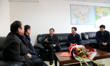 自治区人民政府副主席费志荣到集团慰问科技人才冯智