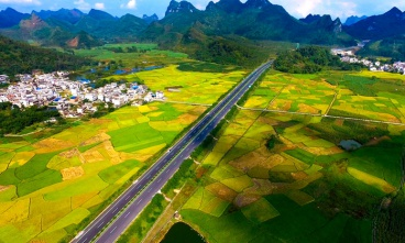 广西来宾至马山、马山至平果高速公路