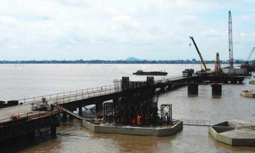 厄瓜多尔国巴巴奥约河大桥施工现场